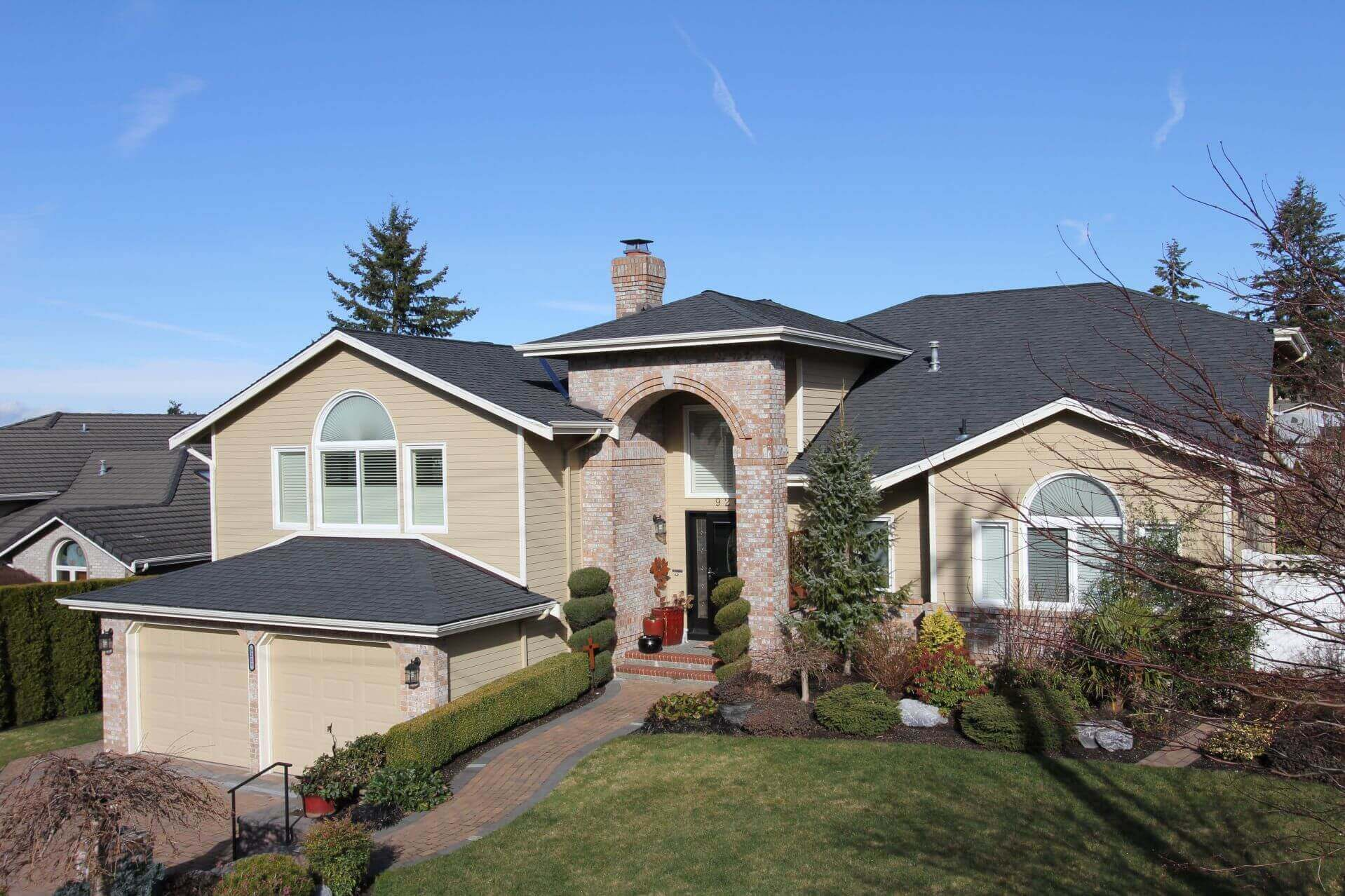 Lynnwood Roofers. Roof Repairs Leaks. 45 Years Roofing Experience. Roofers & Roofing Company. Local Licensed Contractor Near Me - Emergency and New Roof Replacements. Roofing Experts Near Me Shoreline, Washington